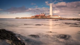 St Mary's Lighthouse by Simon Rogers