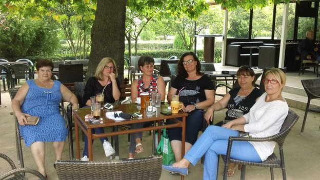 Women from Mesolakkia waiting for the internet connection. From left to right: Eleni Siropoulou, Eleni Tzimoka, Nikoleta Marti, Despina Papadaki, Koula Tsiarta, Menia Kyriakou.