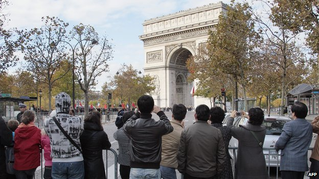Chinese tourists in front of the Arc de Triomphe in Paris