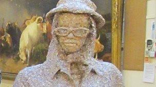 Eleanor Rigby sculpture
