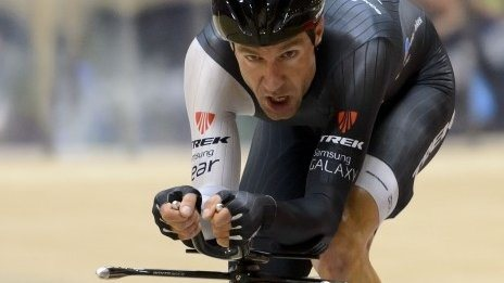 BBC Sport - Jens Voigt breaks track cycling's hour record