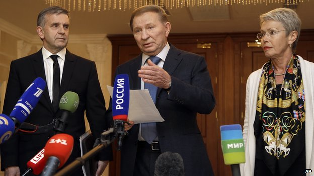 From left, Russian Ambassador to Ukraine Mikhail Zurabov, former Ukrainian President Leonid Kuchma and the Organization for Security and Cooperation in Europe (OSCE) envoy Heidi Tagliavini, meet with the media after peace talks in Ukraine in Minsk, Belarus, early Saturday, Sept. 20, 2014