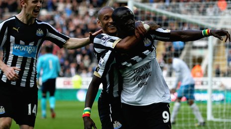 Papiss Cisse celebrates his second goal