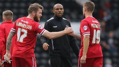 Danny Gabbidon congratulates Cardiff players Aron Gunnarsson and Anthony Pilkington