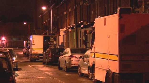 Army bomb disposal officers went to the scene at Rathcool Street