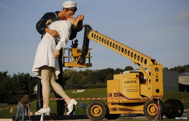 A sculpture based on the famous Times Square VJ Day kiss is installed in Caen, France.