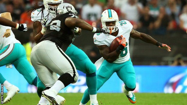 NFL: Miami Dolphins Beat Oakland Raiders At