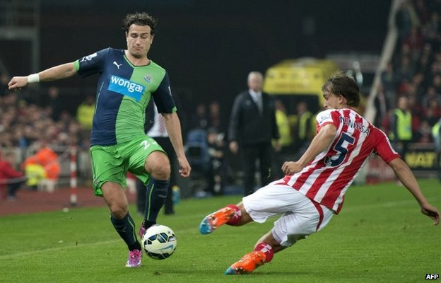 Janmaat takes on Stoke's Muniesa