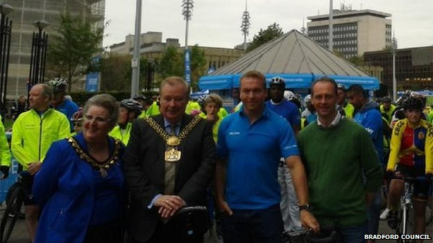 Sir Chris Hoy with the Lord Mayor and Lady Mayoress of Bradford
