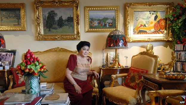 Imelda Marcos with artworks in her Manila apartment