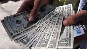 Man holding US dollars