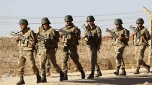 Turkish soldiers on Syria border (file pic 22 Sept)