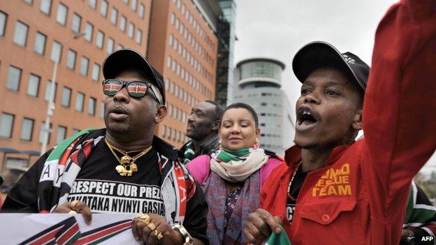 Supporters of President Kenyatta outside the court. 8 Oct 2014