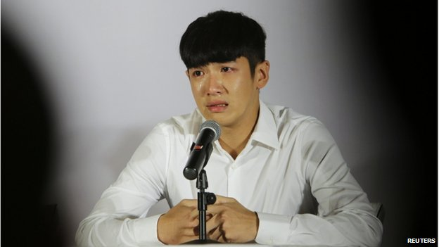 Taiwanese actor Kai Ko, also known as Ko Chen-tung, cries during a news conference after being released from a two-week detention in Beijing 29 August 2014