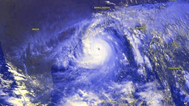 Cyclone with a well-defined eye is seen from the METEOSAT-5 satellite as it moves in on India - 1999