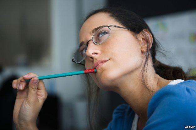 _78140311_procrastinating-woman.jpg