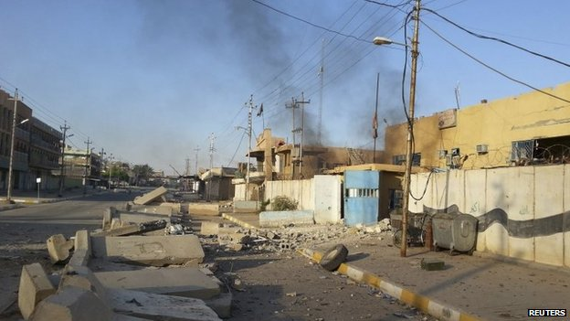 A damaged police station is seen in the Anbar province town of Hit, Iraq, 6 October 2014