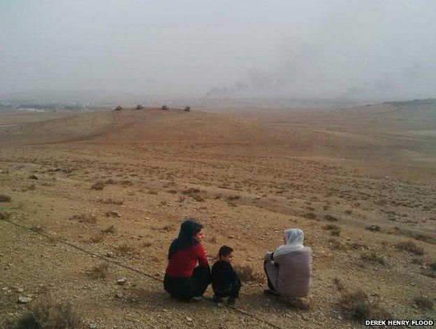Smoke rises over Kobane, 11 October (photo: Derek Henry Flood)