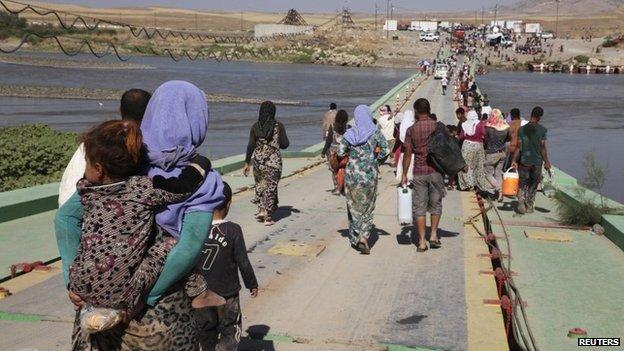 Yazidi people flee from IS militants