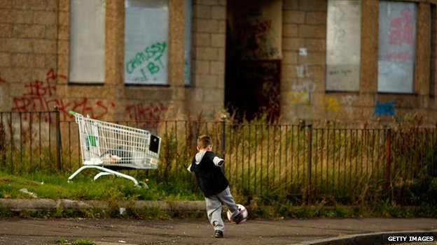 campaigners unveil child poverty map of uk