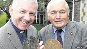 "Gwyn Evans and  Rev Ian Girling with the ""dead man's coins"""