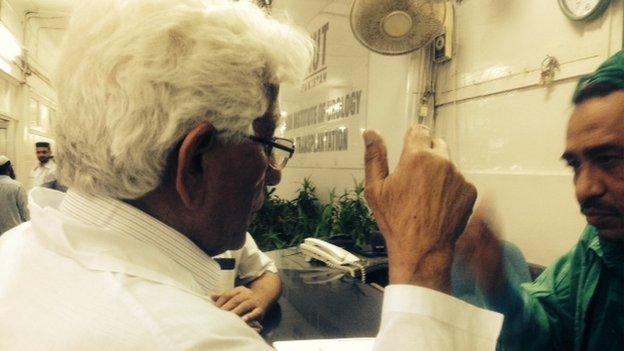 Dr Adib Rizvi talks to hospital staff