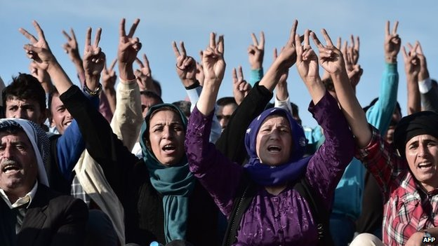 Crowds gather near Kobane to shout anti-IS slogans