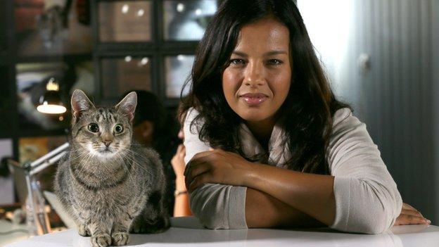 Liz Bonnin and cat