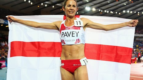 Jo Pavey celebrates her bronze medal at the 2014 Glasgow Commonwealth Games