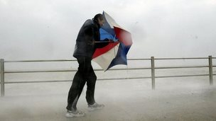 Main in heavy wind and rain