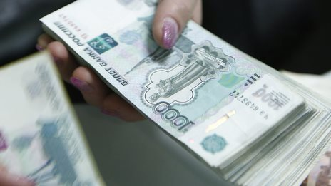 Russian rouble weakens on debt downgrade - BBC News