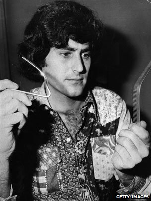 Uri Geller bending a fork and a metal comb
