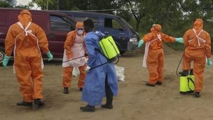 Sierra Leone's Red Cross employees are disinfected near Freetown. Photo: 20 October 2014