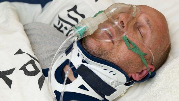 Hombre fingió estar en coma por dos años para evitar condena en Reino Unido
