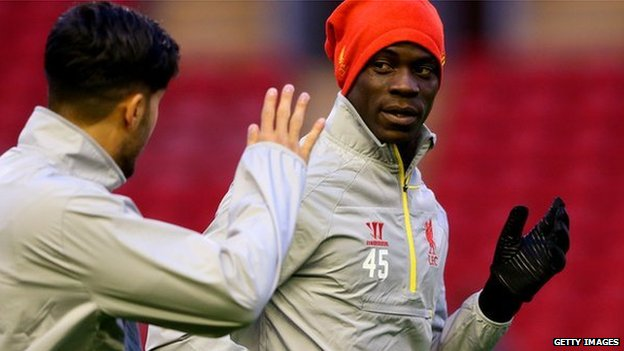 Mario Balotelli talks with Emre Can