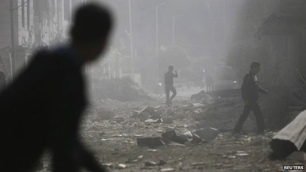 Aftermath of what activists said were government air strikes in the Douma district of Damascus (20 October 2014)