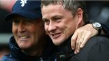 Tony Pulis (L) and Ole Gunnar Solskjaer (R)
