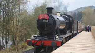Steam train pulls into Corwen station