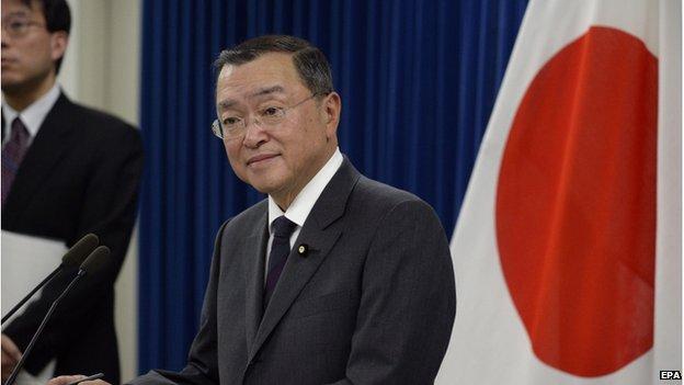 Ministro japonés reconoce haber gastado fondos públicos en bar sadomasoquista