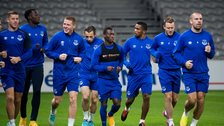 Everton players jogging in a warm-up at Lille FC stadium