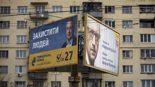 Posters of Anatoliy Hrytsenko (left and Arseniy Yatseniuk in Kiev, 22 October