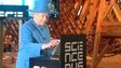 The Queen sending a tweet