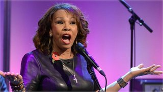 BBC News - Candi Staton performs her new single