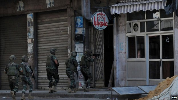 Troops raid an apartment in Tripoli - 26 October