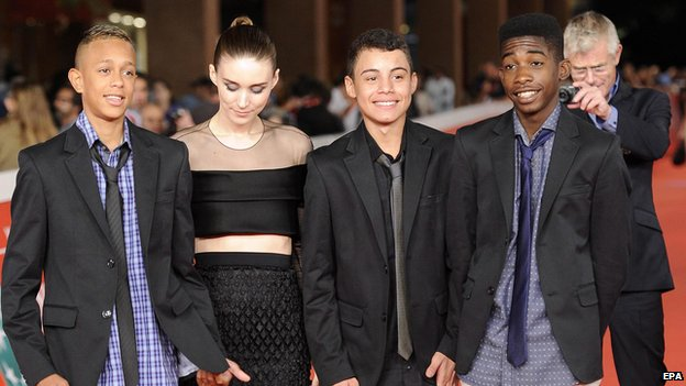 Left-right: Gabriel Weinstein, Rooney Mara, Rickson Tevez, Eduardo Luis and director Stephen Daldry