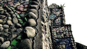 Cracks in Little Chapel, Guernsey