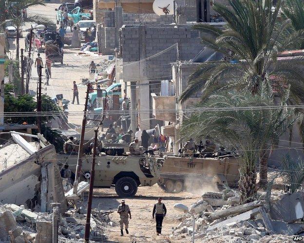 Egyptians evacuate their homes near Gaza border