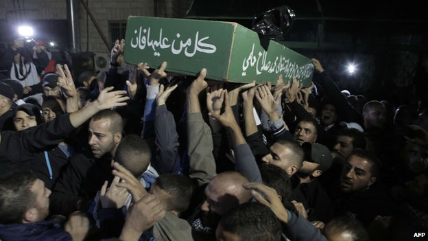 Palestinian mourners attend the funeral of Moataz Hejazi late on Thursday night in east Jerusalem 31 October 2014