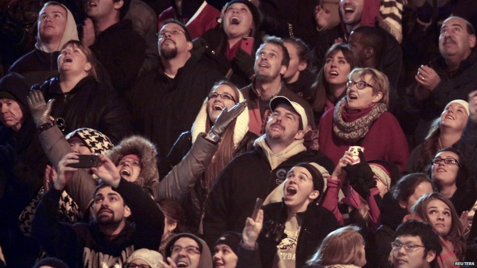 Spectators watch daredevil Nik Wallenda