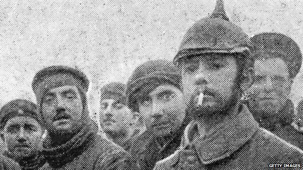 Soldiers fraternising at Christmas 1914.